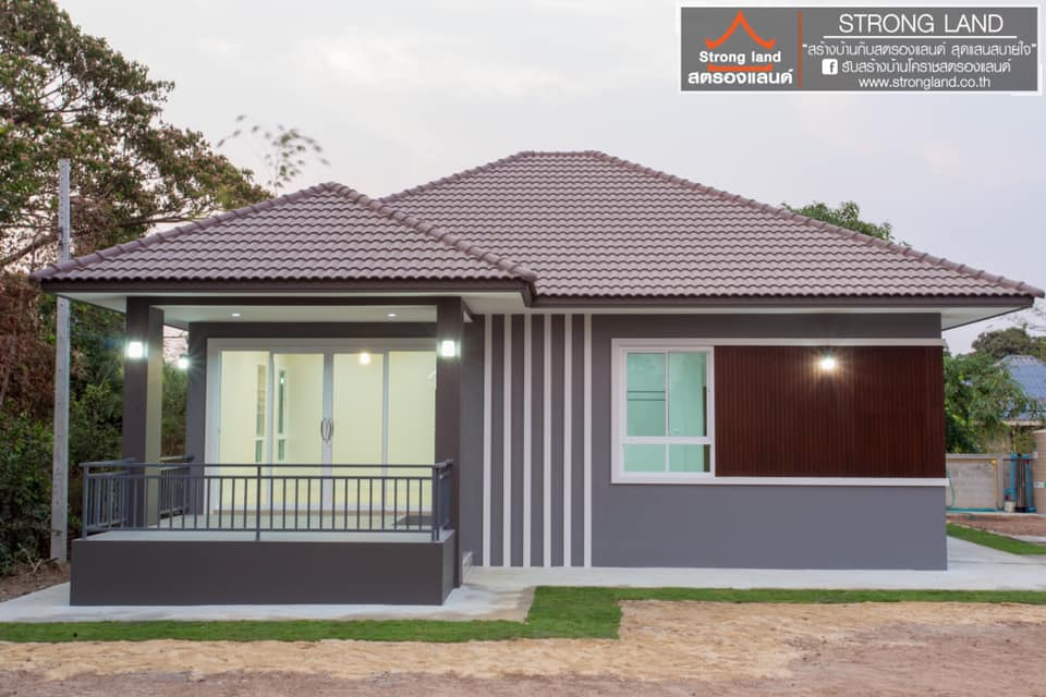 Fall In Love With This Sophisticated Bungalow With A Pyramid And Hip Roof Cool House Concepts
